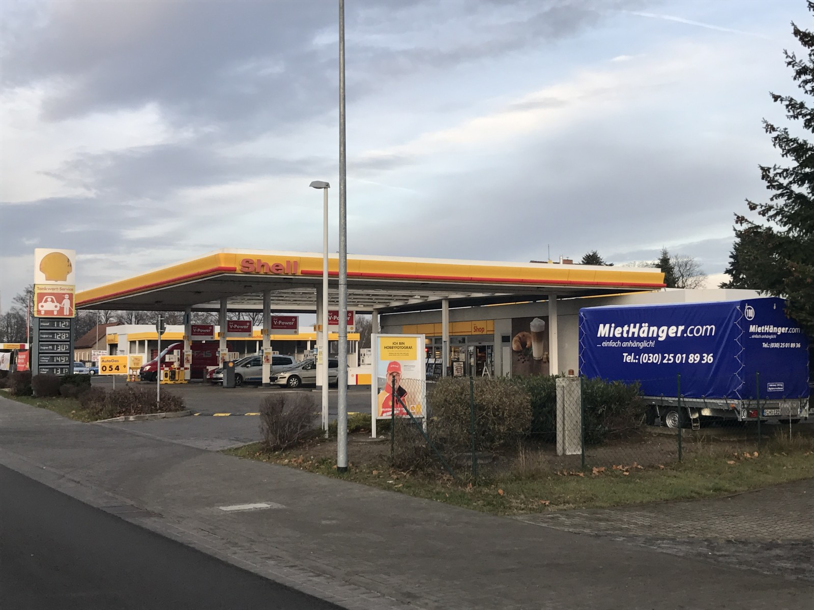 anh nger mieten station shell tankstelle f rstenwalde. Black Bedroom Furniture Sets. Home Design Ideas